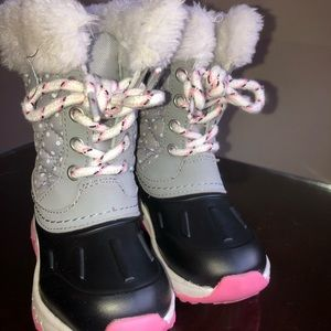 SIZE 7 GIRLS SNOW BOOTS